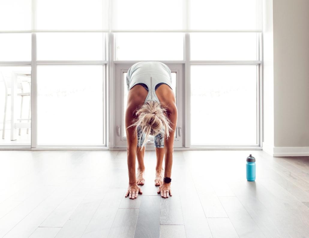 Kvinne som gjør yoga